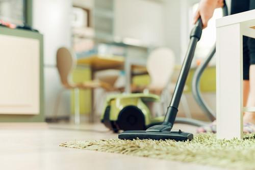 vacuum-inside-the-furniture