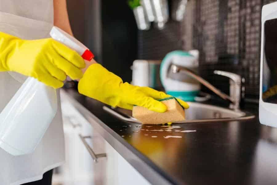 Vinegar cleaning countertop